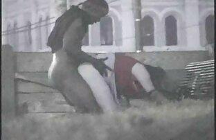 Chmaraゴージャスでストッキングで遊んでいるとともにaユニットの男性誰flankedザ木製ビーム エロ 動画 女性 向